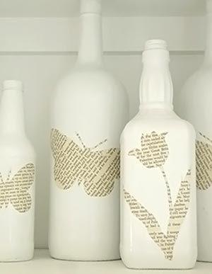 Decupagem de livro sobre garrafas velhas