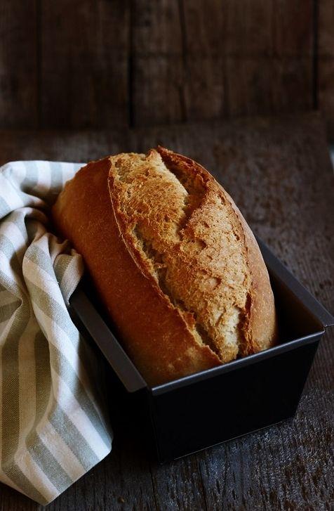 Pain de soir.   Si chiama così, qui, il pane semplice, messo in cassetta che però non è pane in cassetta ma è pane semplice messo in ...
