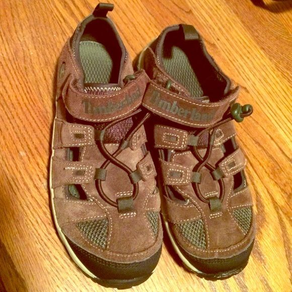 Timberland shoes Boys size youth 4 Timberland Boys size youth 4 in GREAT condition! Worn only two or three times max. These were brought from the Timberland outlet and had a discoloration at tip of left shoe when originally purchased.(see pic) Timberland Shoes Athletic Shoes