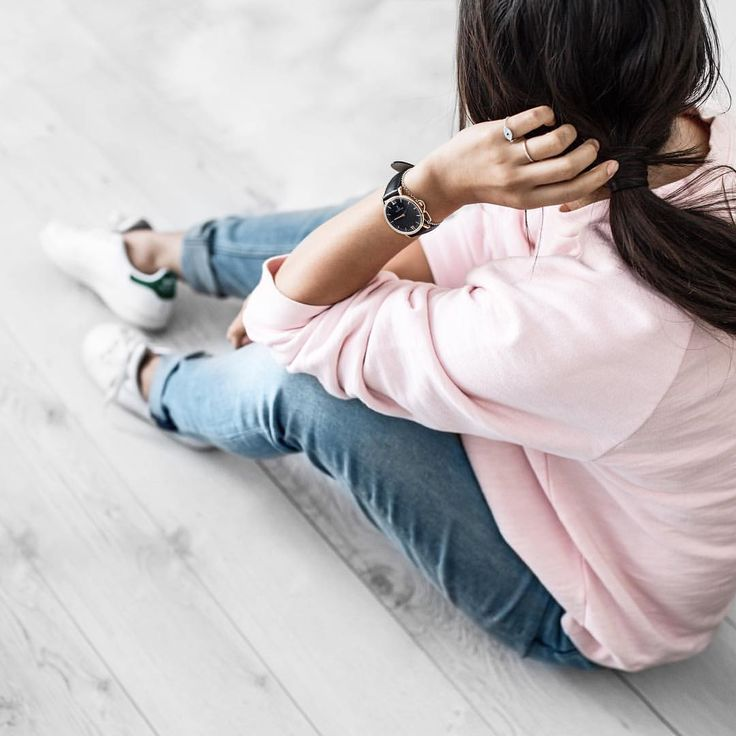 From IG  @BeigeRenegad   Pink jumper, boyfriend jeans, adidas sneakers. Simple, minimal, relaxed