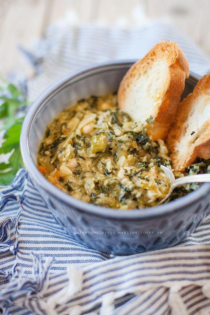 La ribollita è un piatto toscano che veniva preparato in grandi quantità con le verdure che si avevano e veniva mangiata per più giorni e dunque ribollita.