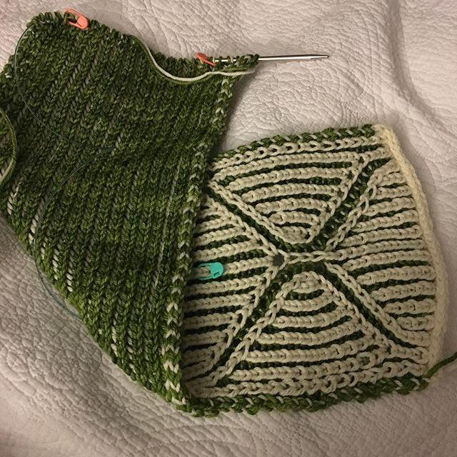 Im knitting the #basixscarf it is a free brioche pattern on Ravelry. It is such a squishy lovely knit. #fairylittle #fairylittlepodcast #knitting #briocheknitting #knitfaster #malabrigoyarn