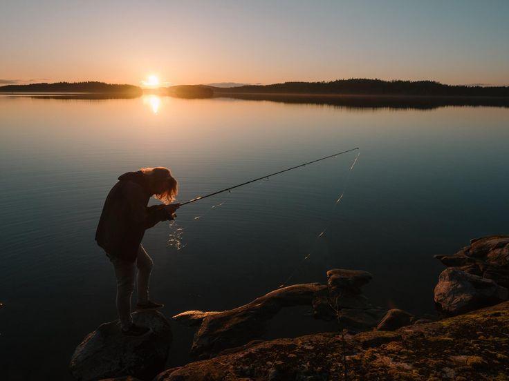 #lake #finnishlakes #discoverfinland #lakesoffinland #finland #järvi #järvimaisema #suomenluonto #luonto #rantakivet #rantakallio #sunset #auringonlasku #fishing #funnypicture #kalastus