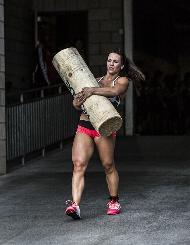 Camille Legs Crossfit Log Carry At Crossfit Games 2013