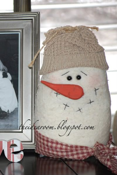 This snowman is so cute and easy! (Christmas Decor - 2/4 - The Idea Room)