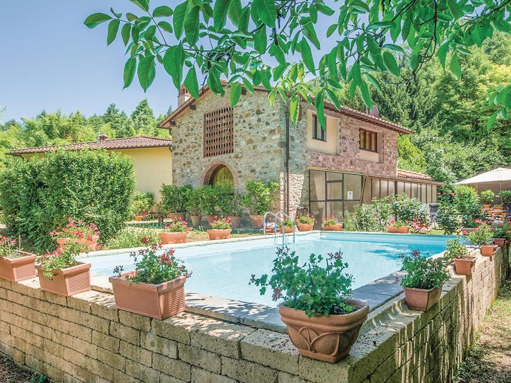 This Beautifully Restored Barn With Its Large Garden And Pool Is Perfect For All Of The
