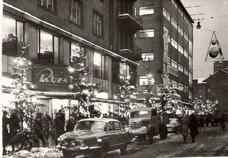 Obchodní dům Rozvoj 1962,bývalý Chamrad(teď už 10 let můj rodný) za ním obch.dům Horník (bývalý Bachner)