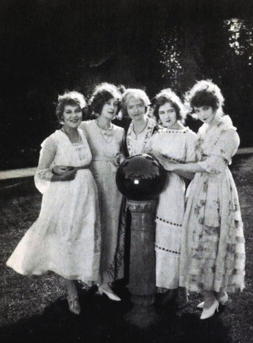 Mary Pickford, Mildred Harris with Mary, Dorothy, and Lillian Gish