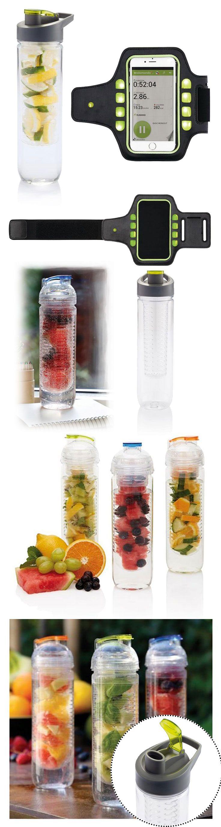 Dárkový set pro sportovce který obsahuje láhev s košíkem na ovoce a běžecký pás na ruku
