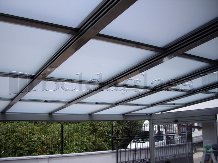 Terraza cubierta con techo movil de policarbonato techos for Pergola policarbonato