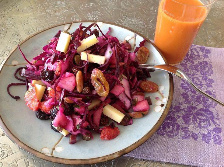 Healthy lunchje, met rodekoolsalade en wortel-en-nog-van-allessap.