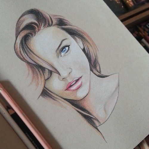this kind of reminds me of katniss for some reason. I think it's her facial structure. But holy shit this is amazing!! WHY OH WHY LORD CANT I DRAW LIKE THIS