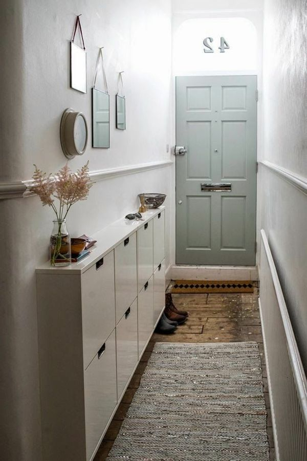 Select the hall wardrobe correctly for a compact interior