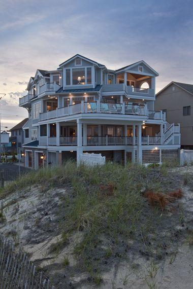 Beach house big enough for all the friends and family for Large beach house