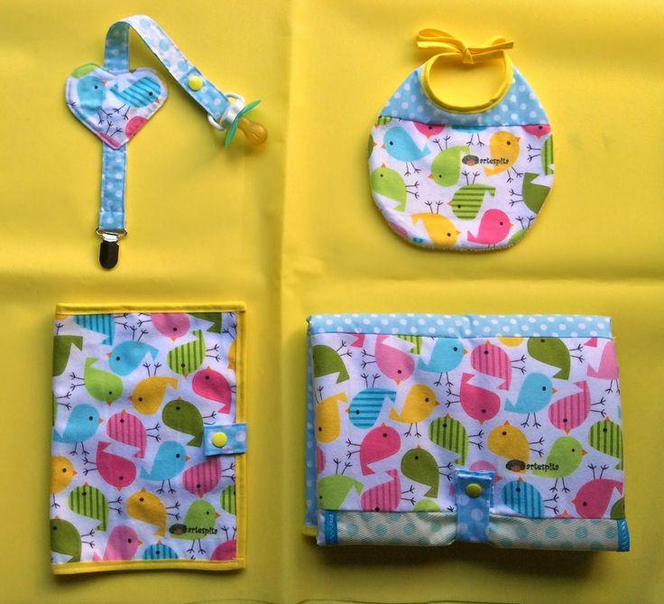 Pack para superpequeños: chupetero, babero, cartilla del bebe y cambiador