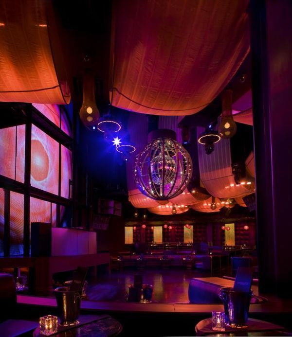 The Best nightclubs in Las Vegas. Find the best spots to dance, drink, mingle and just get a little to comfortable with a stranger at a Las Vegas club tonight.