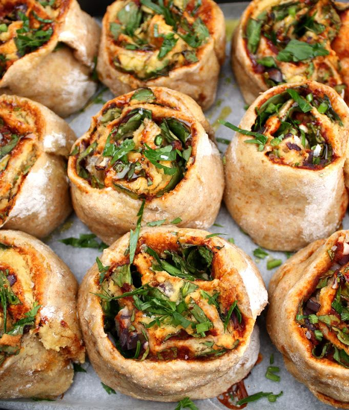 Veganmisjonen: Grove pizzasnurrer med spinat og mandelost