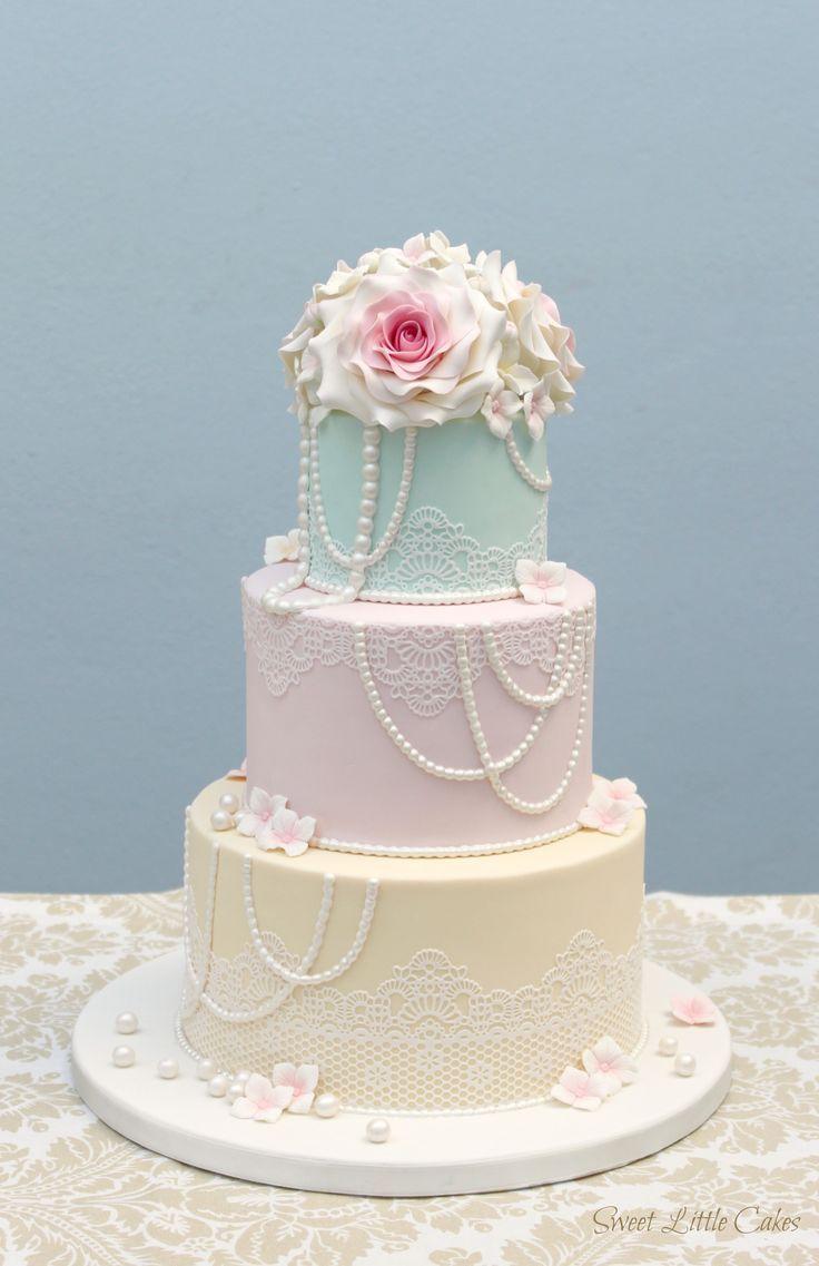 Los pasteles de boda pueden ser muy variados pero hoy nos quedamos con la elegancia y el buen gusto de las tartas de boda vintage. ¡Descubre estas ideas!