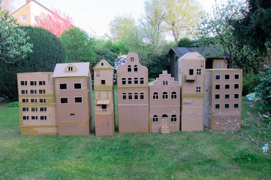 The Cardboard Crafter: Picture of the Day: Cardboard Cityscape