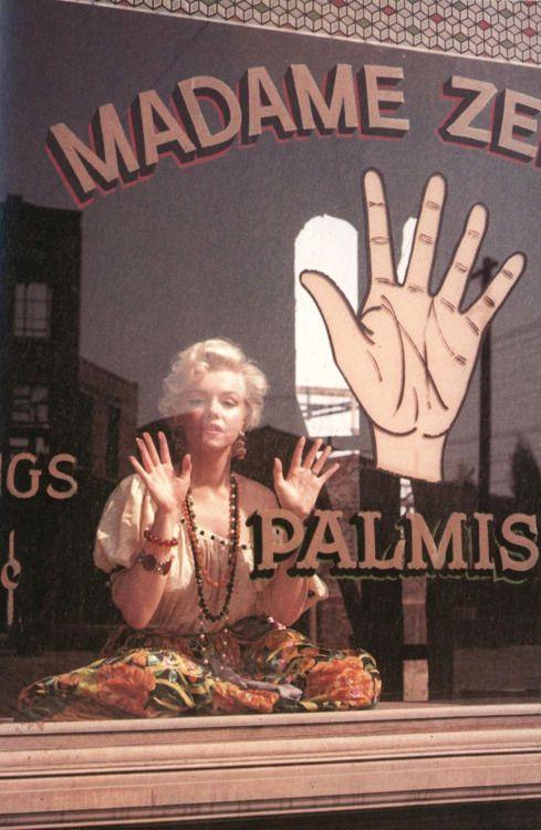 Marilyn Monroe gypsy pamistry
