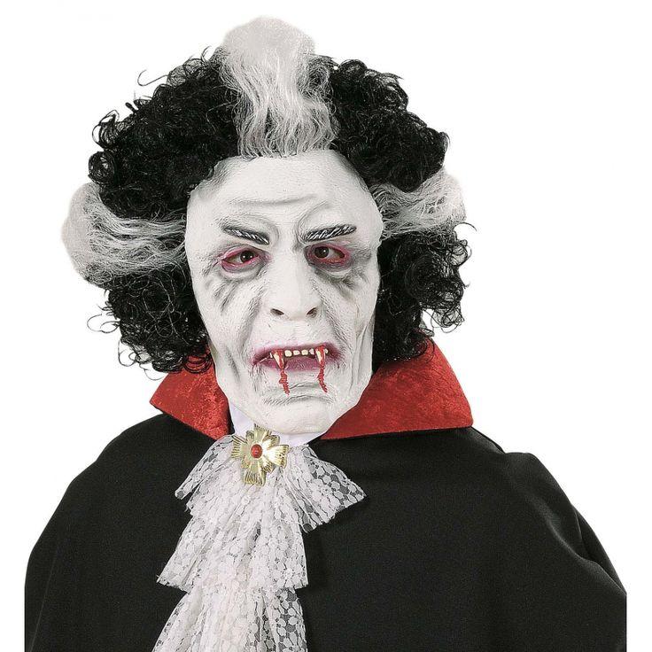Wit vampieren masker met zwart/witte pruik. Het masker is geschikt voor volwassenen en heeft kleine uitsparingen bij de ogen. Materiaal: latex.