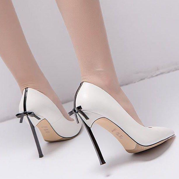 A imagem pode conter: sapatos – #   – Love Heels