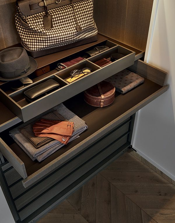 Inner chest of drawers in cenere oak melamine, trays covered in 02 moka techno-leather, shelf covered in techno-leather with piombo painted metal frame. Mat lacquered piombo dresser valet with bottom and pull out spaces covered in 02 moka techno-leather.