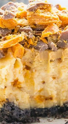 Butterfinger Cheesecake Cupcakes