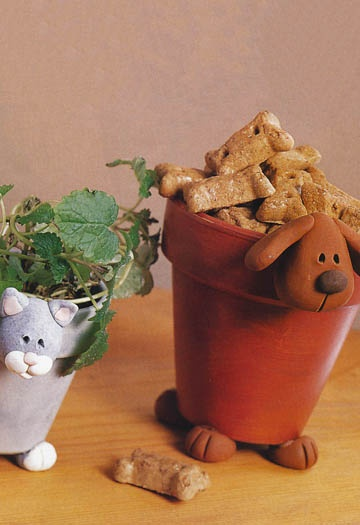 Dog and cat clay pots