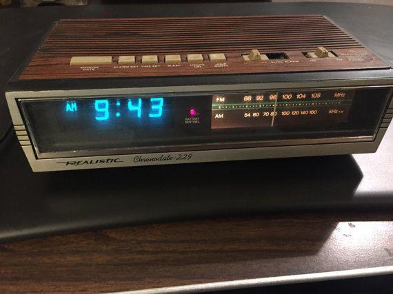 Vintage réveil numérique réaliste Chrinodale 229 et AM / FM Radio Wood Grain