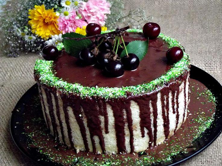 CAIETUL CU RETETE: Tort spirala cu ciocolata si visine