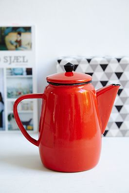 Rød metal kaffekande - 100kr. Køb den på www.loppedesign.dk
