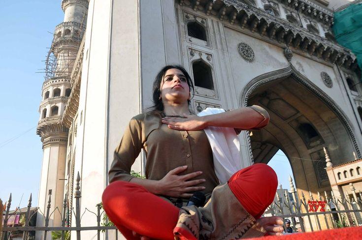 Hyderabad: Mansi Gulati's yoga session at Charminar #Gallery - Social News XYZ