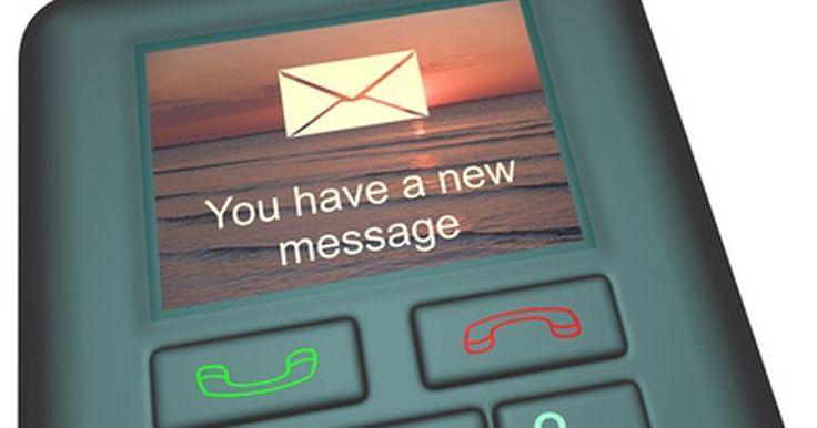 """Cómo ver mi historial de mensajes de texto. Casi cualquier proveedor de servicio de telefonía celular frece mensajes de texto para usuarios. Incluso si no cuentas con un plan en el que se incluya la opción de enviar mensajes de texto, es posible que puedas enviarlos y recibirlos en base a un """"cargo por uso"""". Por otro lado, puedes ver mensajes que enviaste a personas, y mensajes que ..."""