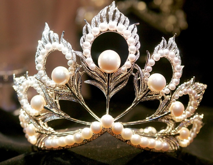 To have the opportunity to wear a tiara/crown on a special occasion (eg: 21st birthday, wedding, ect).