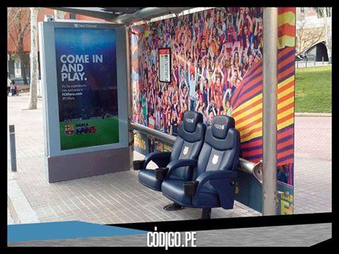 Una parada de autobús se ha convertido en el banquillo del FC Barcelona, es la novedosa campaña publicitaria que ha realizado Create >>> http://www.codigo.pe/sin-categoria/del-paradero-de-autobus-a-la-cancha-del-fc-barcelona/