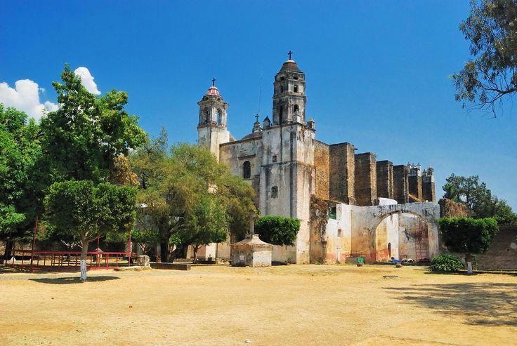 Ex-convento de Dominicos, Tepoztlan, Mexico | por Martintoy                 Bienes raíces en Cuernavaca: http://arquydesa.com/