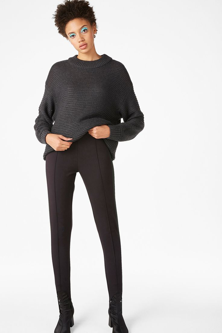<p>Chunky and always funky - this sweater has it all. With a thick fisherman weave, retro 1/2 polo neck and oversized fit. Ribbed cuffs and neckline.<
