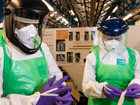 ebola britian sends in 750 troops