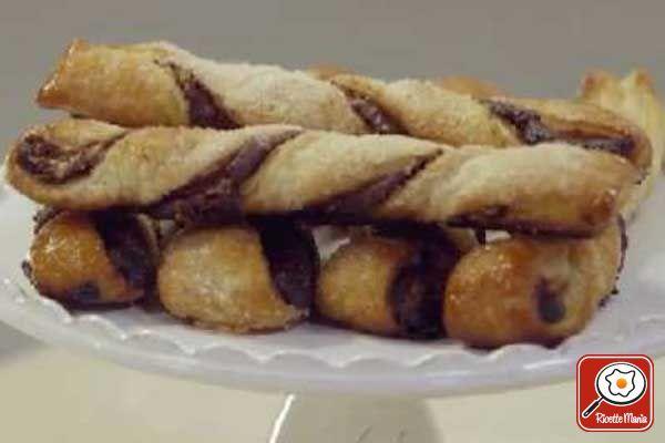 Ricetta Sfogliatine alla crema di cacao e nocciole - Molto Bene