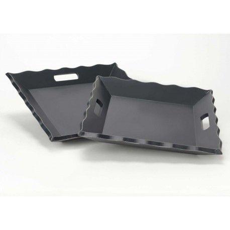 Černý dřevěný tác o rozměrech 32x32 cm, z dílny francouzských návrhářů
