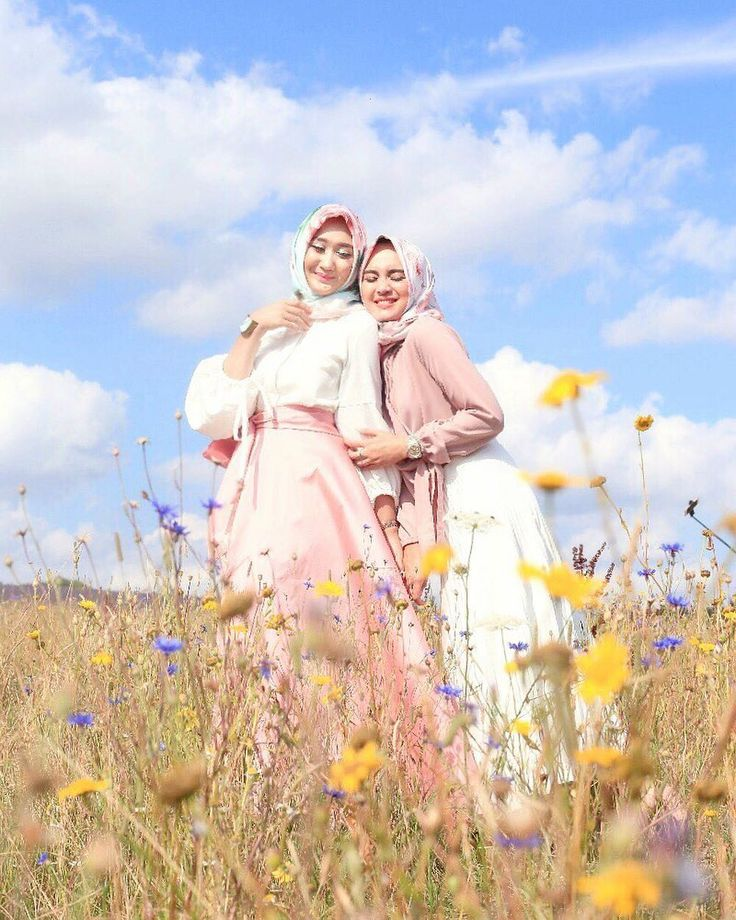 "68.6rb Suka, 160 Komentar - Dian Pelangi (@dianpelangi) di Instagram: ""Throwback when in Lavender field with mba @analisa.widyaningrum  When we first met, I know that we…"""