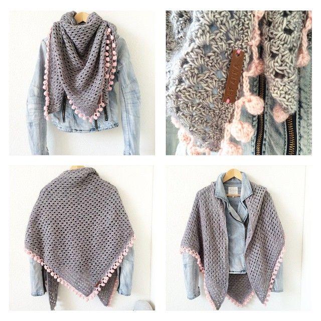 Mijn omslagdoek van #scheepjesstonewashed is klaar!!! #omslagdoek #puntsjaal #haken #crochet #virka  Inspired by @virkabyafie Zij verkoopt ze dus als je geen zin hebt om zelf te haken neem vooral een kijkje in haar webshop.  #anhaakt