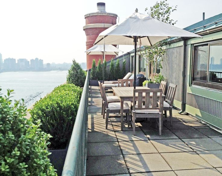 Exceptional This West Village Roof Garden Design Features Spectacular Views Of The  Hudson River And NYC Skyline. White Umbrellas Provide Much Needed Shade On  This Sunny ...