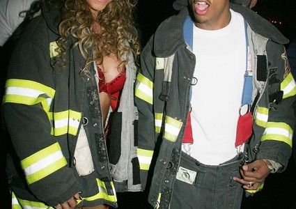 Mariah  e Nick Cannon pompieri per #halloween #fashion #scarypaper  http://paperproject.it/fashion/mi-raccomando-tutti-vestiti-bene/halloween-costumi-celebrities-hollywood/
