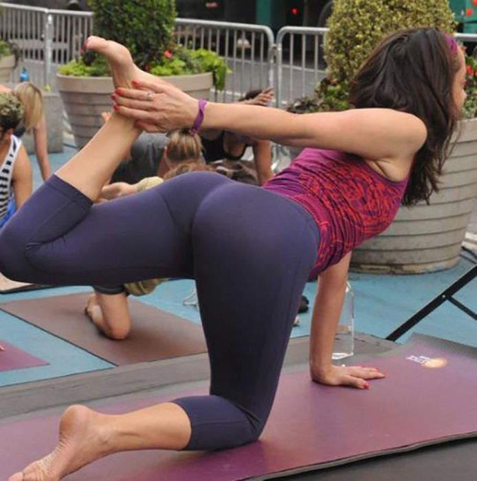 New BENT OVER IN YOGA PANTS  Girls In Yoga Pants
