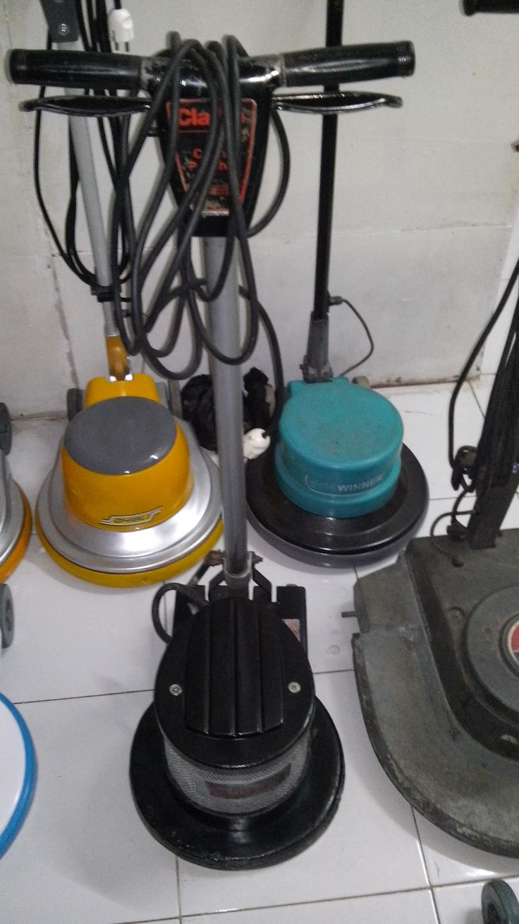 "jual mesin poles lantai/floor polisher Clearke spesifikasi :  Power : 1100 W  Diameter : 16 ""  Speed : 175 Rpm  Weight : 50 Kg  Cable : 12 M  Including : Main body,hard brush,soft brush,pad holder,water tank  Country : USA   Garansi 1 Tahun  Harga Second 3 Juta"