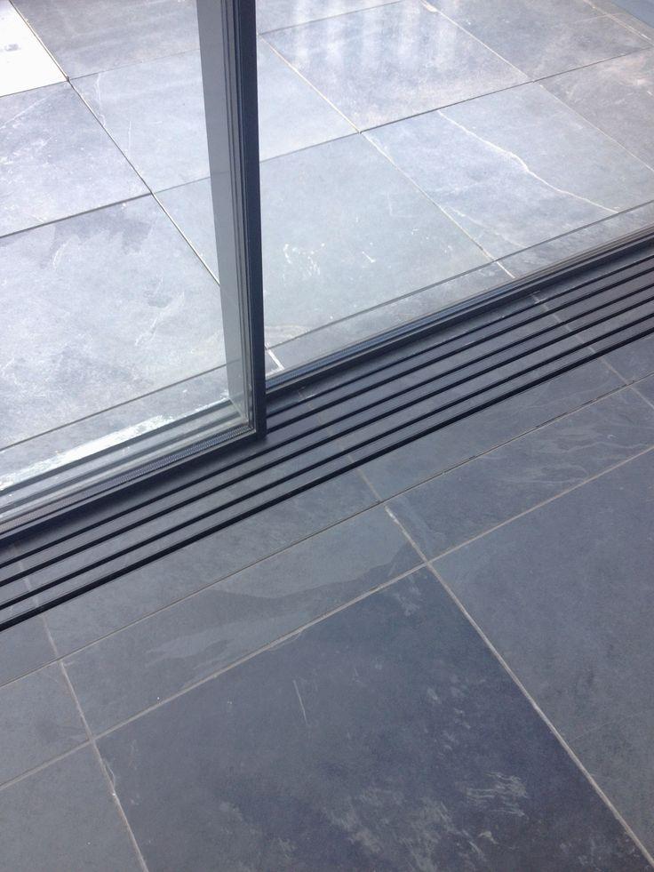 Vitrocsa Invisible Tracks Detail