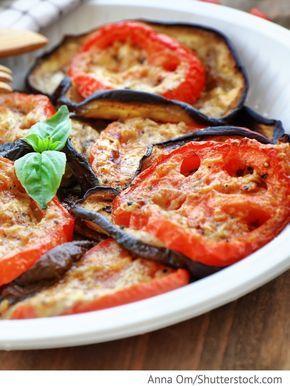 Gebackene Auberginen mit Tomaten und Käse Baklaschany zapechönye s pomidorami i syrom - Запеченные баклажаны с помидорами и сыром - Russische Rezepte