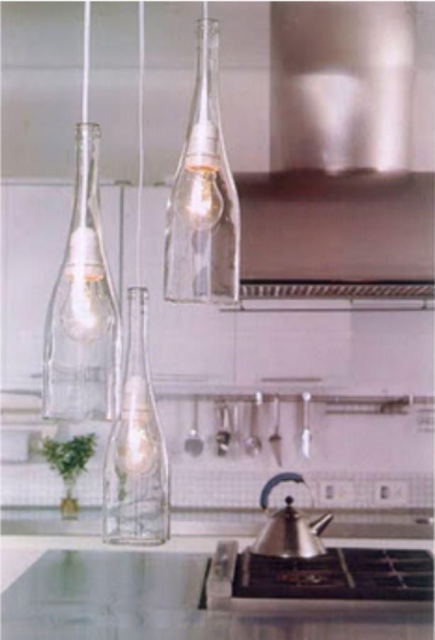 Mooie lamp van een fles bron: recyclart.org/2012/02/diy-easy-cut-glass-bottles/